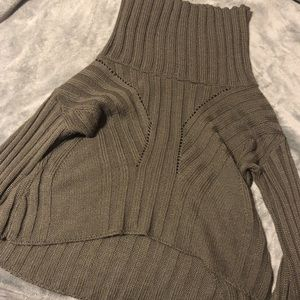 Cropped olive green knitted sweater